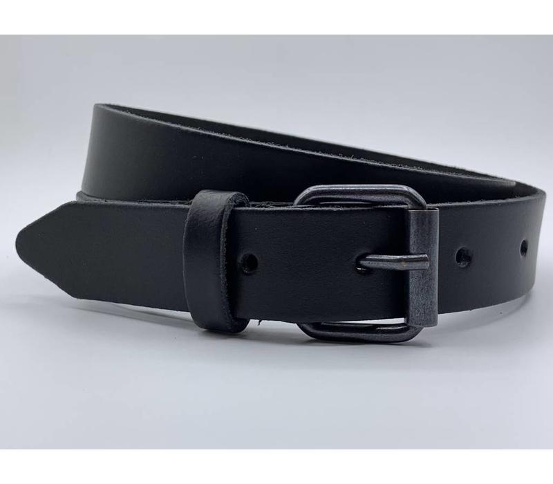 3cm brede zwarte echt lederen kinderriem. Stoere basisriem met zwarte rol gesp en natuurlijk geheel nikkelvrij.
