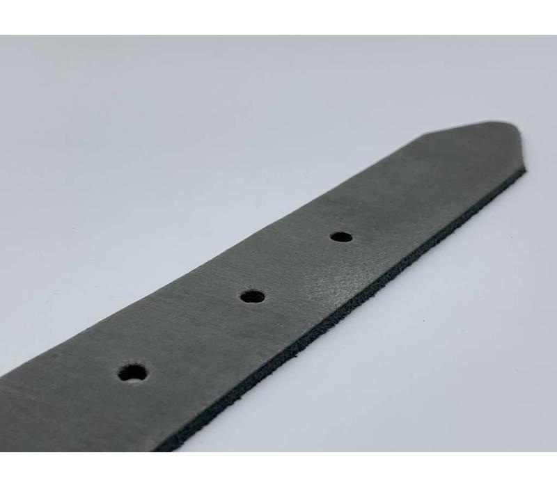 3cm brede grijze echt lederen kinderriem. Stoere basisriem met zwarte rol gesp en natuurlijk geheel nikkelvrij.