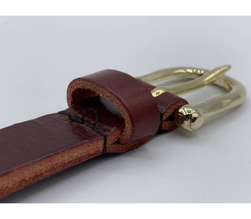 2cm brede moderne bordeaux rode damesriem met fraai vormgegeven gouden gesp