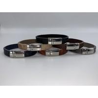 ecru armband met magneetsluiting en krokodillen print .