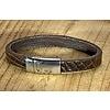 Scotts Bluf Bruine armband met magneetsluiting en krokodillen print.