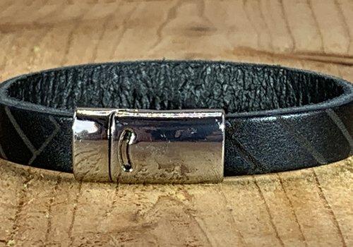 Scotts Bluf Zwarte armband vintage gelaserd met brick print.