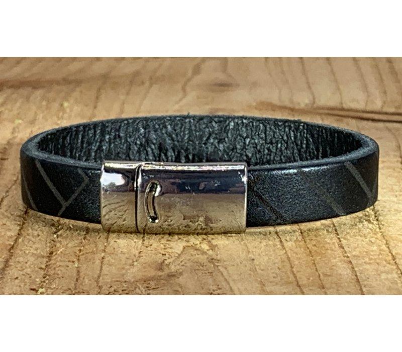 Zwarte armband vintage gewassen en gelaserd met leuke print.