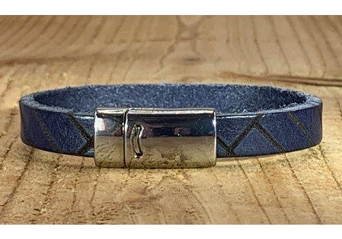 Scotts Bluf Blauwe armband vintage gelaserd met brick print.