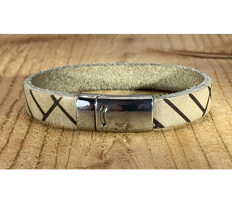 Bruine armband vintage gewassen en gelaserd met leuke print.