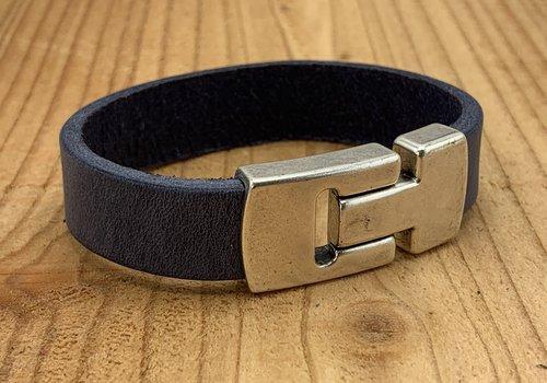 Scotts Bluf Blauwe echt leren heren armband met gave magneetsluiting.