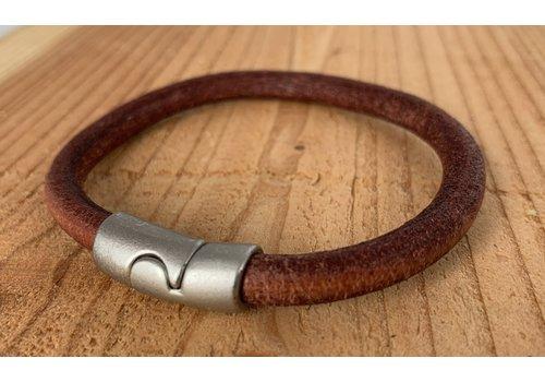 Scotts Bluf Cognac armband gemaakt van rond leer.