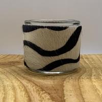 Theelichthouder gemaakt van koehuid met zebra print