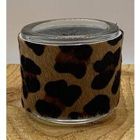 Theelichthouder gemaakt van koehuid met luipaard print.