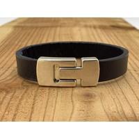 Blauwe Scotts Bluf armband waarbij bij deze armband extra veel zorg is besteed aan de afwerking. Wax randen en een hoogwaardige sluiting met magneet.