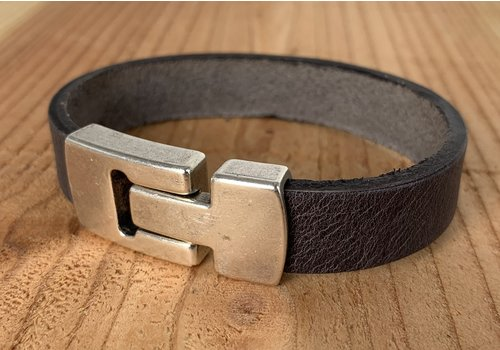 Scotts Bluf Grijze armband met wax randen voor een perfecte afwerking.