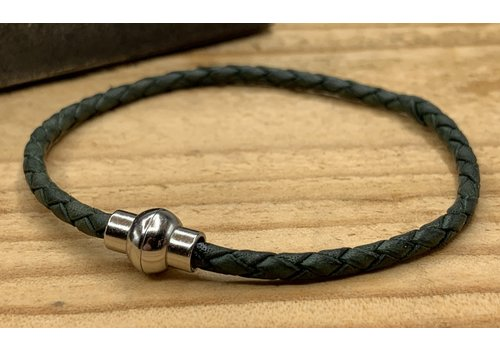 Scotts Bluf Groene smalle armband gemaakt van gevlochten rond leer.