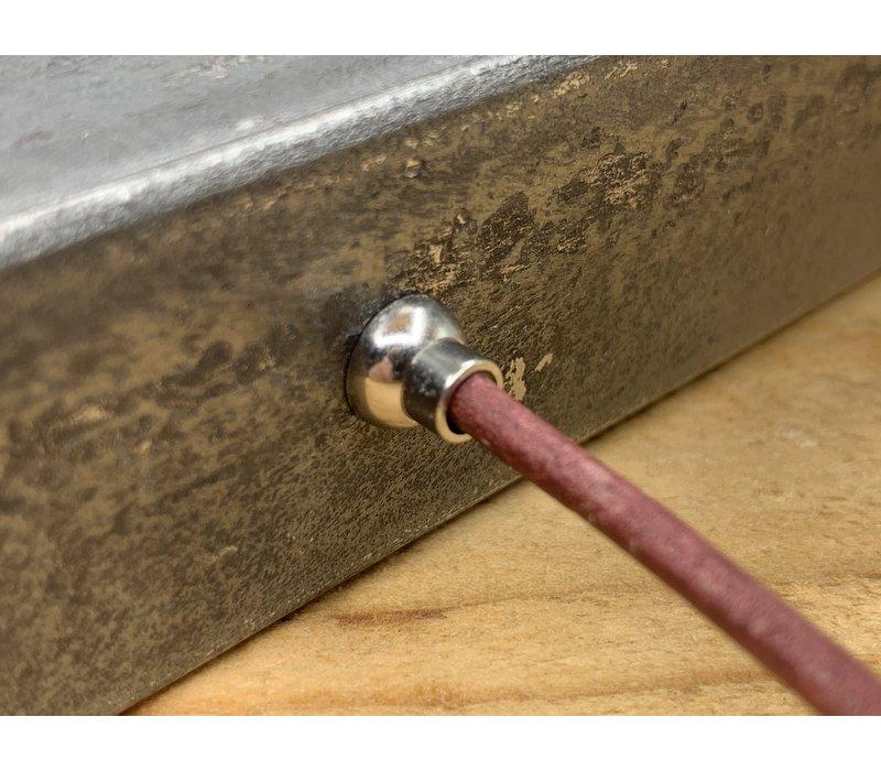 Smalle rode armband van 3mm dik rondleer en zilveren magneet sluiting.