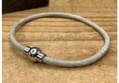 Scotts Bluf Smal armbandje van off white 3mm dik echt rondleer.