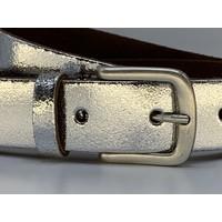 Zilver kleurige riem met leuke oud zilveren gesp. 3cm breed en gemaakt van echt leer