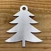 Rock 'n Rich Leuke vervanger van de traditionele kerstbal is deze zilveren uitgesneden boom