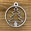 Rock 'n Rich Leuke vervanger van de traditionele kerstbal is deze zilveren uitgesneden boom.