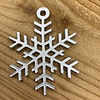 Rock 'n Rich Leuke vervanger van de traditionele kerstbal is deze zilveren uitgesneden sneeuwvlok.