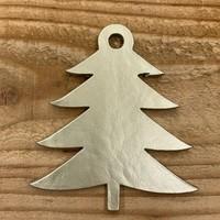 Leuke vervanger van de traditionele kerstbal is deze gouden uitgesneden boom.