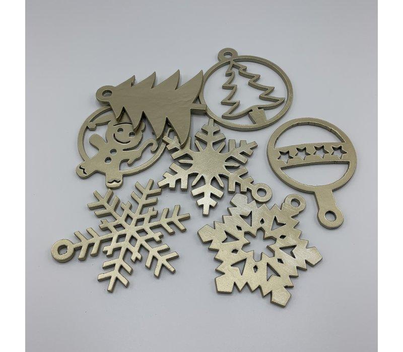 Leuke vervanger van de traditionele kerstbal is deze gouden uitgesneden sneeuwvlok.