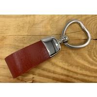 Sleutelhanger met sleutelring in hartvorm en dubbele lus van Italiaans cognac leer gepersonaliseerd