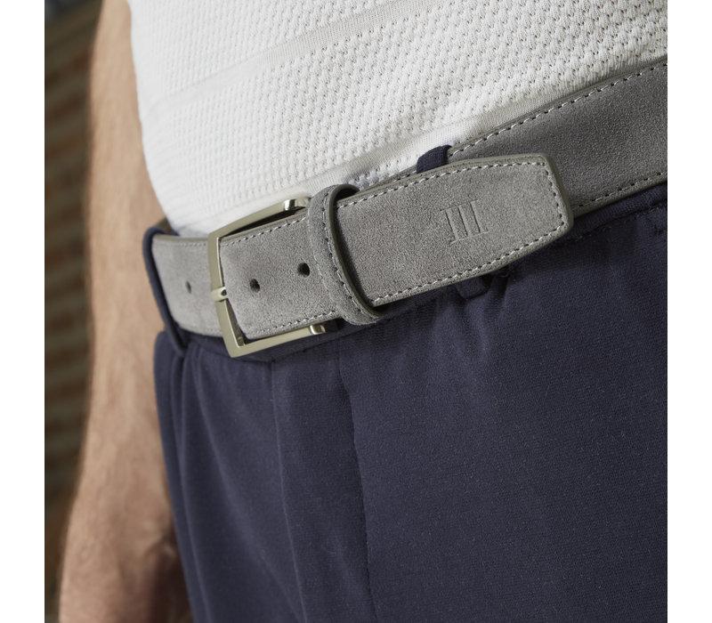 Grijze echt leren riem gemaakt van suede  en makkelijk aanpasbare maat d.m.v. een schroefje.