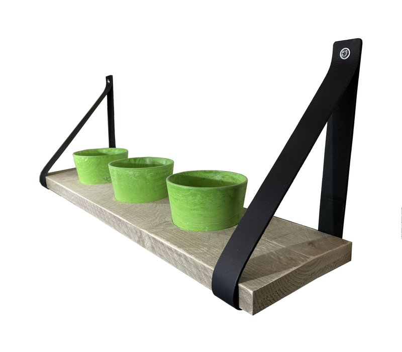 Kruidenrek met groene potjes en leren plankdragers.