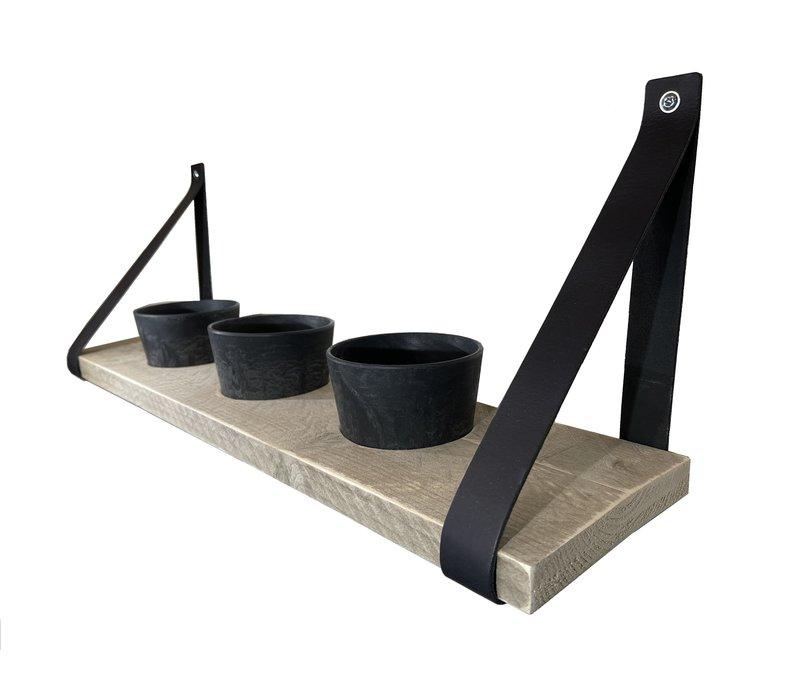 Kruidenrek met zwarte potjes en leren plankdragers.