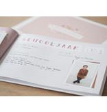 Maan Amsterdam  MAAN AMSTERDAM - Mijn schoolfotoboek Roze