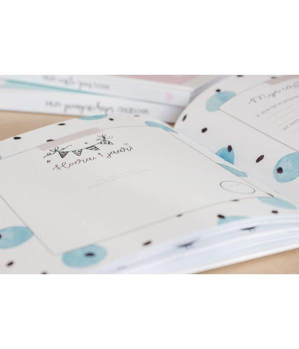 Maan Amsterdam  Maan Amsterdam - Mijn eerste jaar babyboek Blauw V1