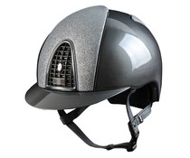 Metal grijs met voor- en achterzijde Star Glitter zilver. Chrome frame en button. Metal grijze grill en klep. Swarovski vlag KEP logo, deze kan zonder meerprijs ook in rood-wit-blauw.