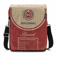 Used2b Urban Messenger - Upcycled Schoudertas Flap - Cement - 26 x 33 cm - Rood
