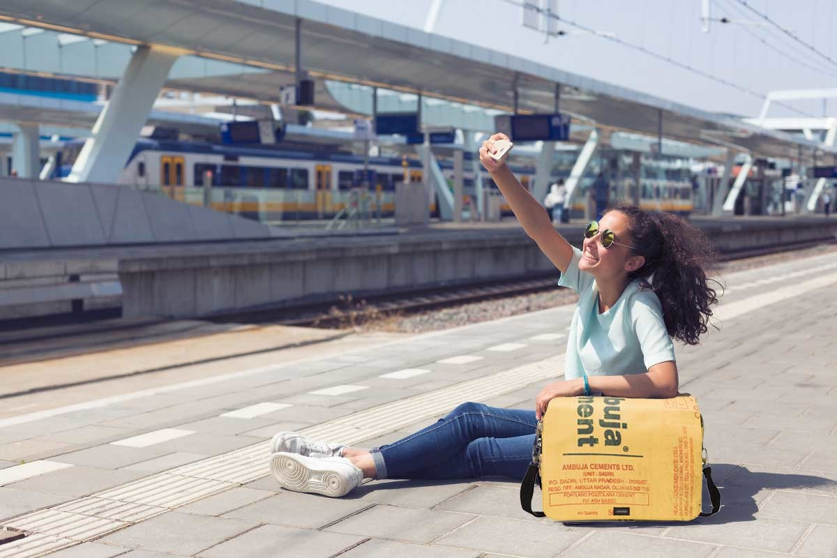Used2b Urban Messenger L Cement