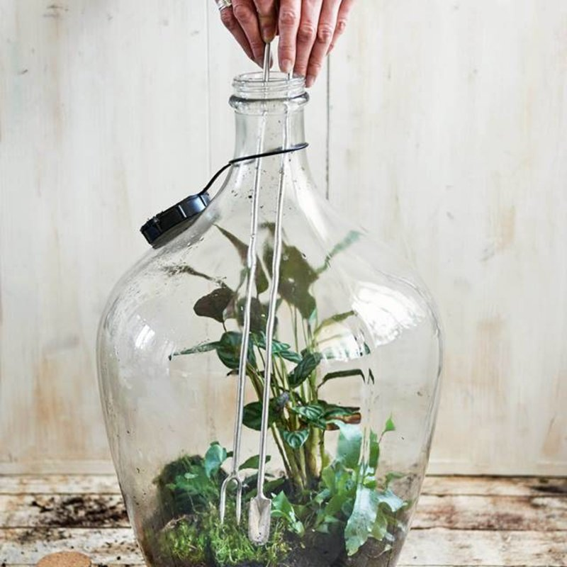 Terrarium spade with patter