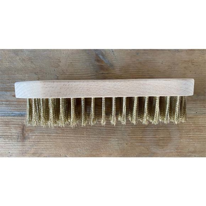 Hand brush with fine grip