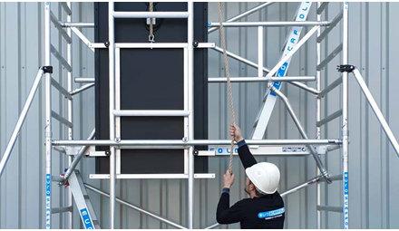 Rolsteiger Solar lift; handig om zonnepanelen veilig naar het dak te hijsen