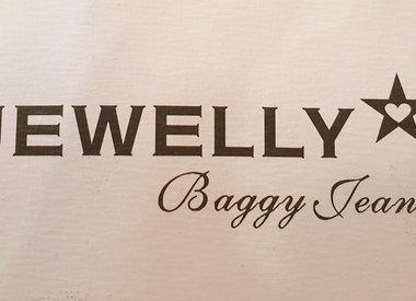 Jewelly