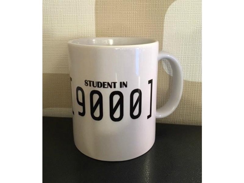 Urban Merch Tasse 'Student in 9000'