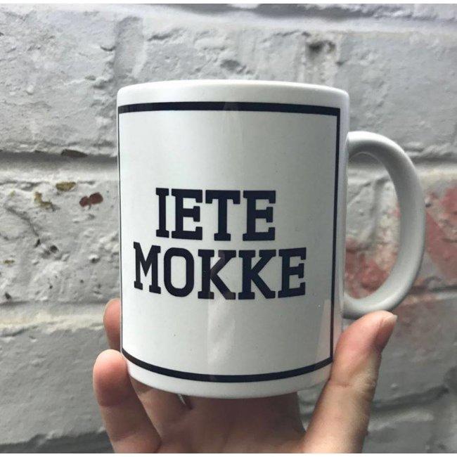 Urban Merch Tasse 'Iete Mokke'