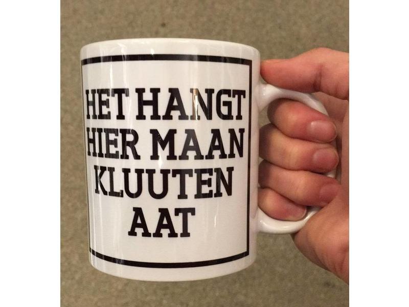 Urban Merch Tasse à Café 'Het Hangt Hier Maan Kluuten aat'