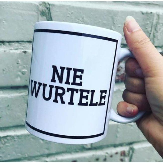 Urban Merch Beker Nie Wurtele - gents dialect