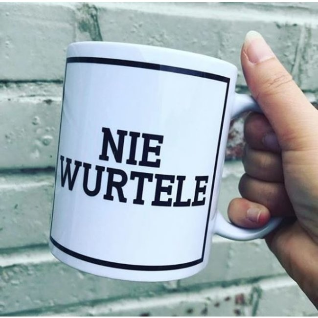Urban Merch Tasse Nie Wurtele