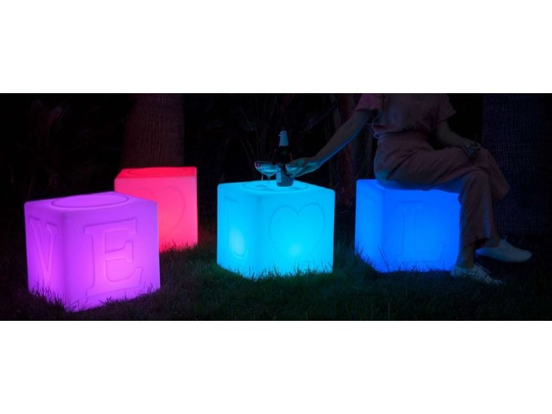 Goodnight Light Goodnight Light - La Lampe LOVE - changement de couleurs - empilable