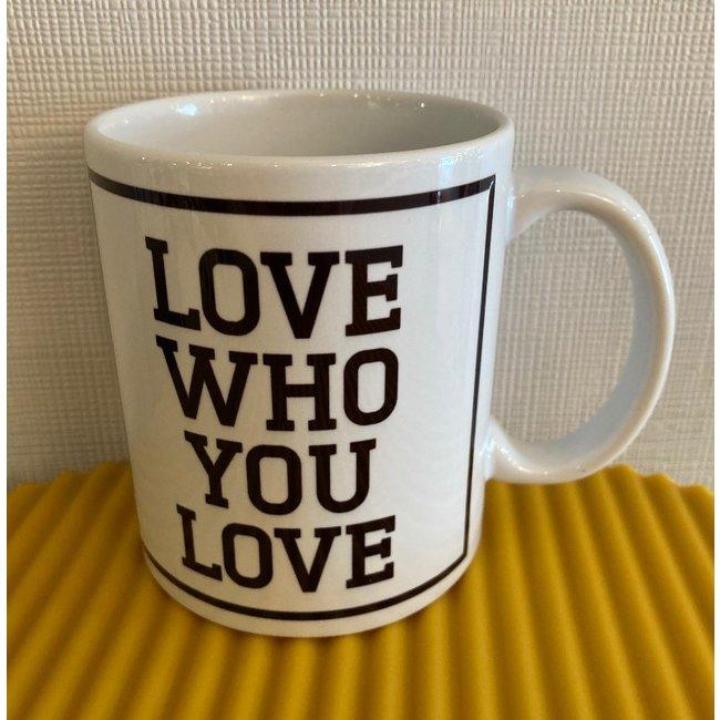 Urban Merch - Becher Love Who You Love