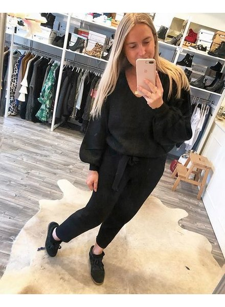 COMFY SWEATER BLACK