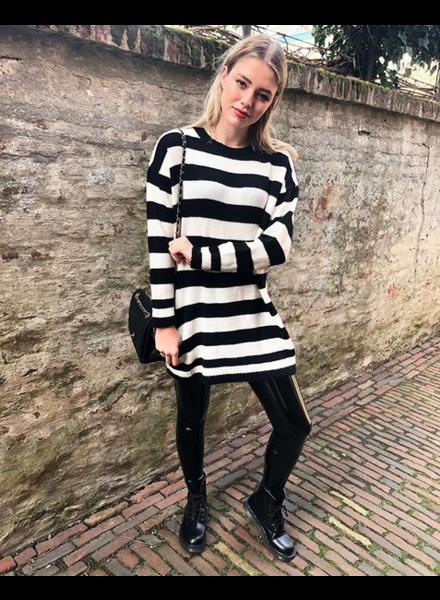 SWEATER DRESS BLACK & WHITE