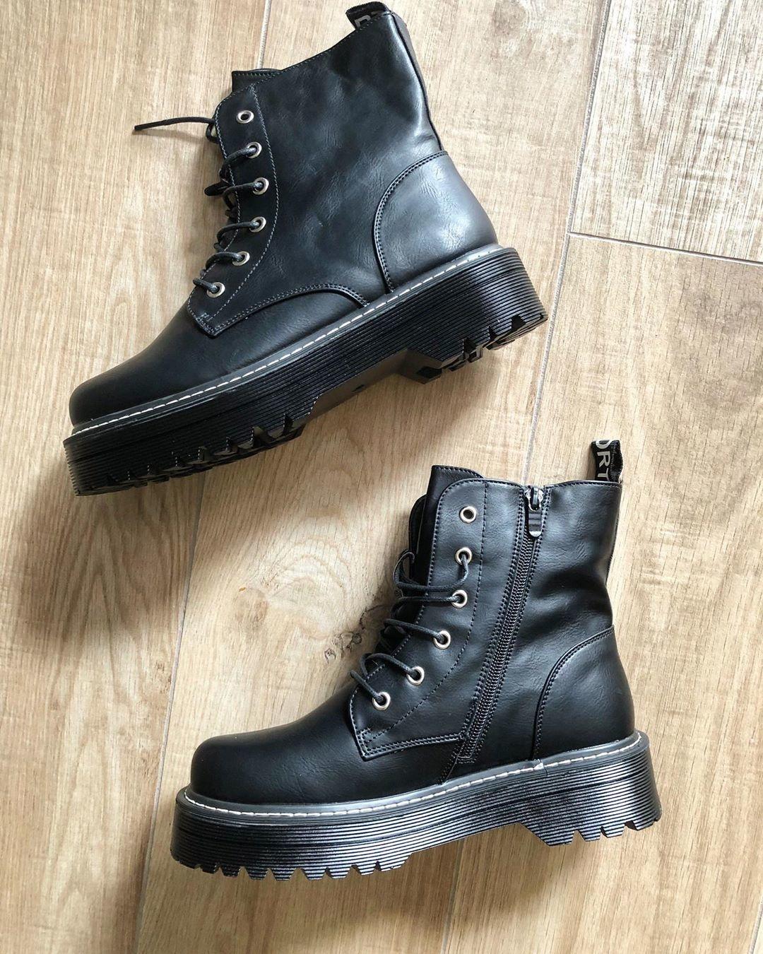 HIGH PLATFORM BLACK BOOTS