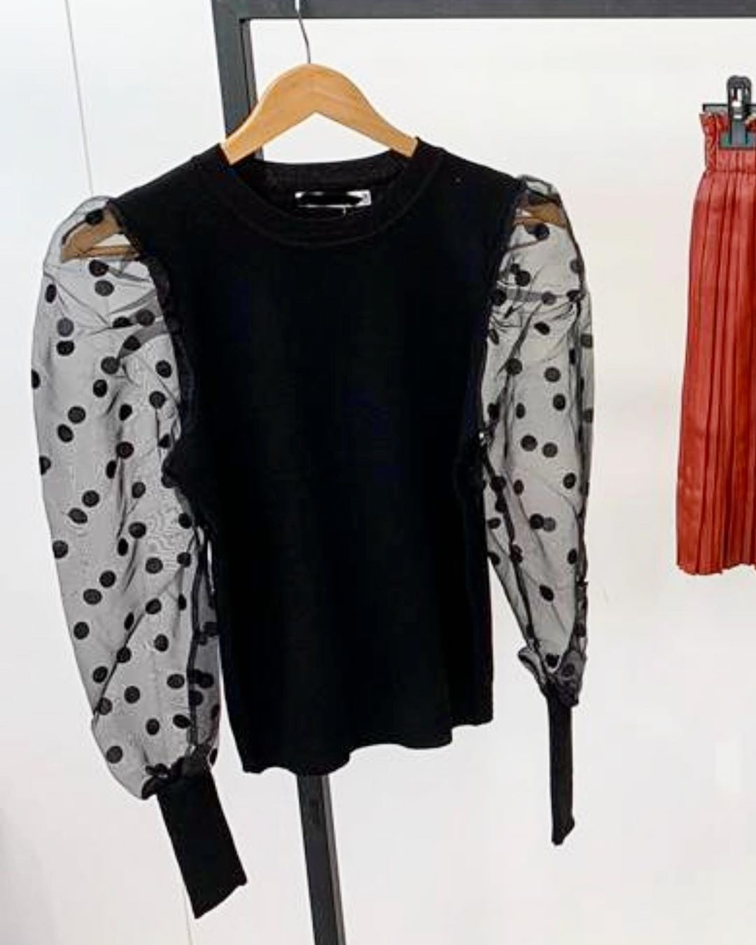 DOT MESH TOP BLACK