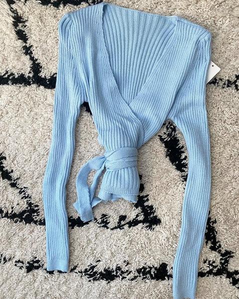 NOA WRAP TOP BABY BLUE