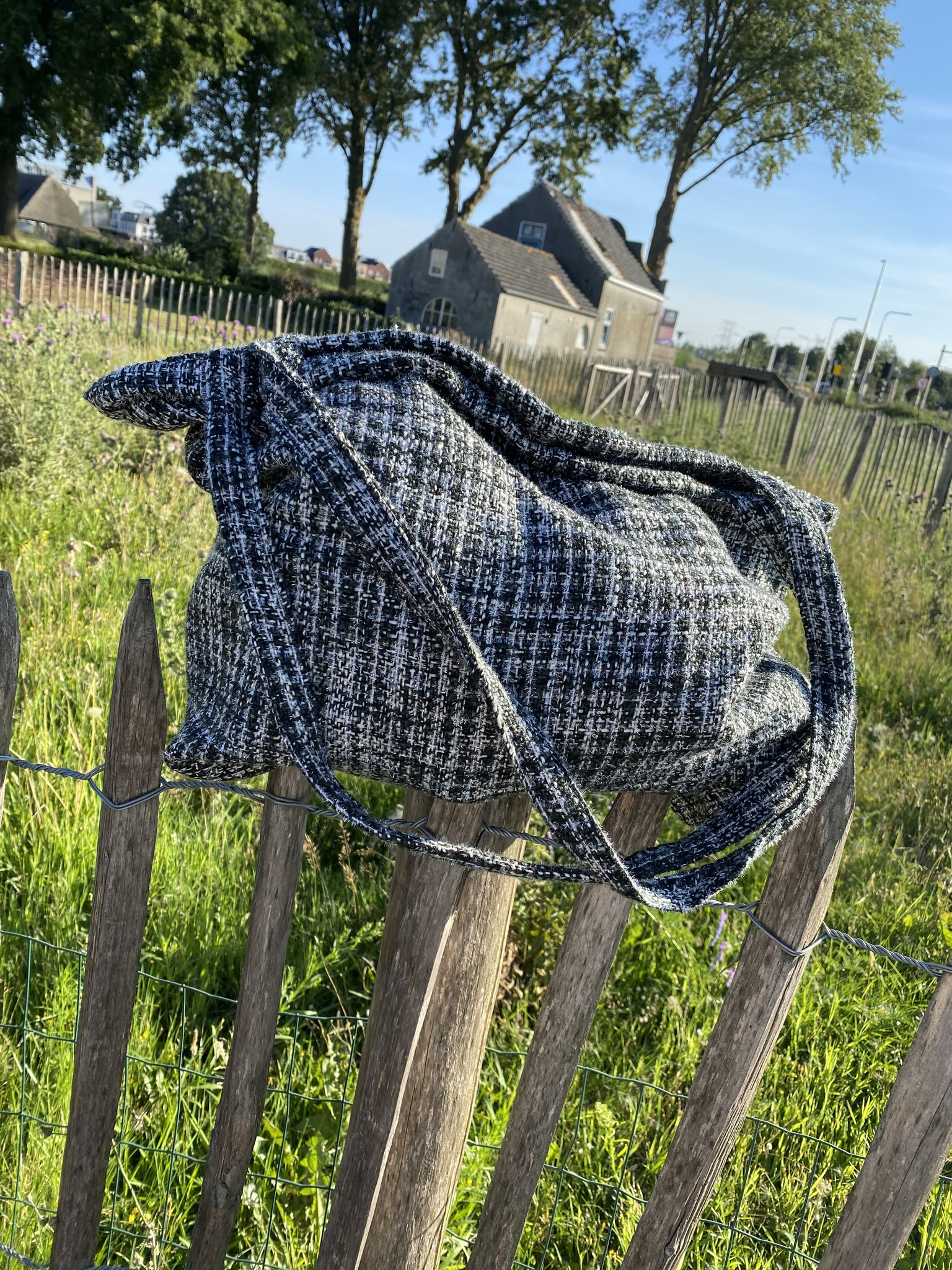 THE MOM BAG GREY BOUCLÉ